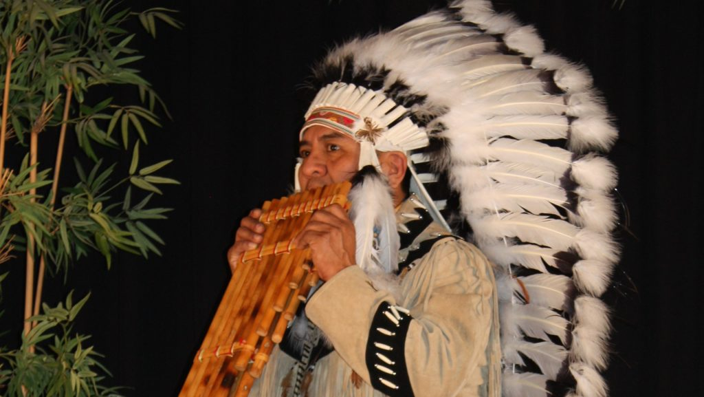 Indiaanse panfluitist cherokee, panfluitmuziek