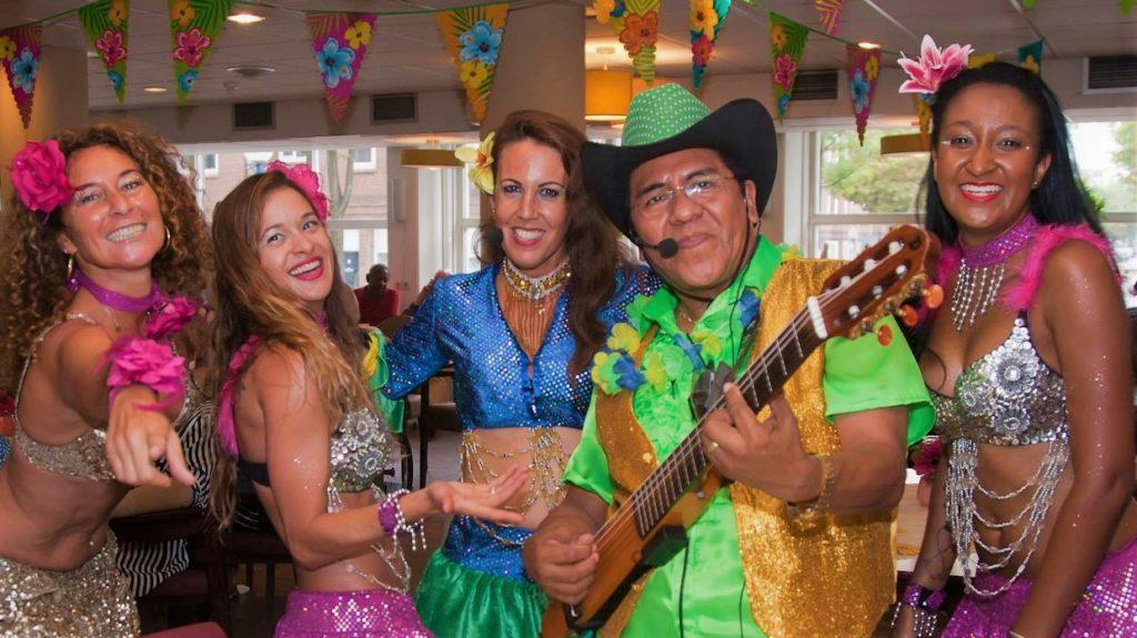 Latino show Los del sol Braziliaanse danseressen