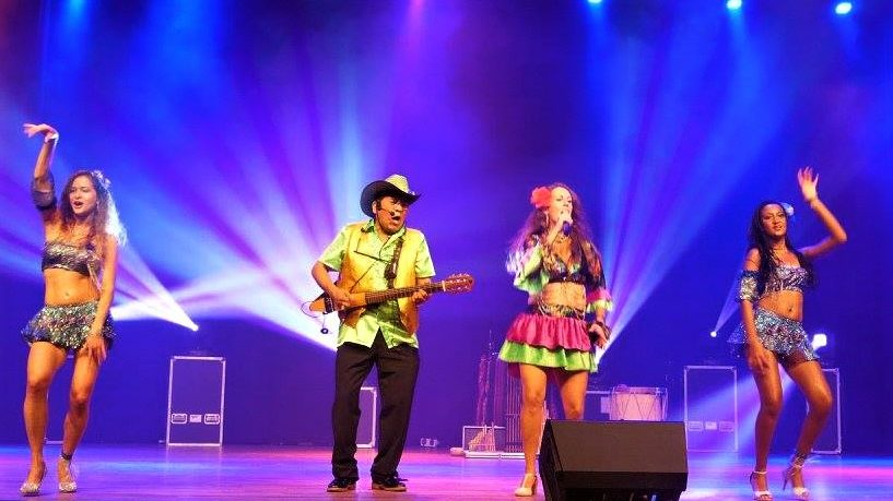 Los del Sol tropical stage show latin music