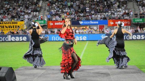 Spaanse show Los del Sol voetbalstadion