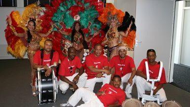 Brassband met Braziliaanse danseressen lds
