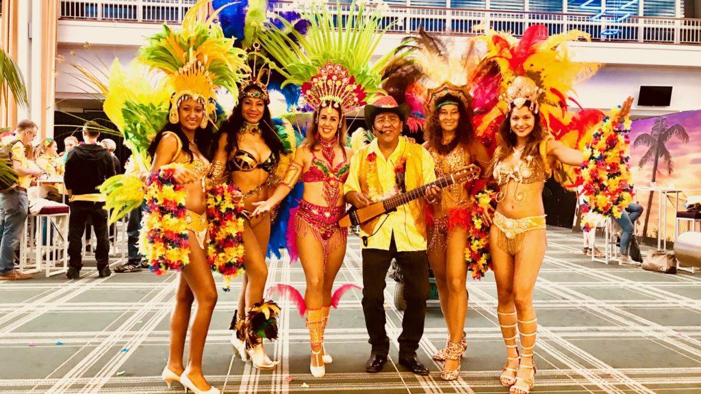Braziliaanse danseressen tropische muziek los del sol